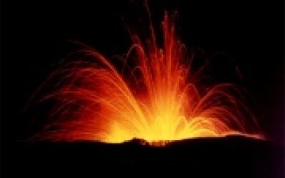 (10.04.2012) Вулкан Этна дает прикурить