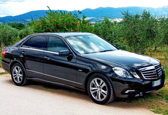 Mercedes class E 2013 г. — чёрный, кожаный салон