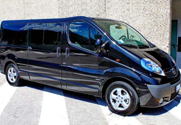 Opel Vivaro 2013 г., чёрный, обычный салон,8 пассажиров