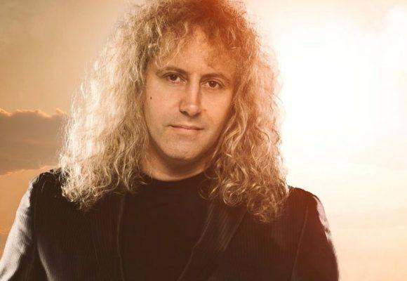 Ник Лучиани — вокалист «Куджини ди кампанья»